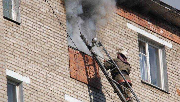 В Брянске пластиковый поддон стал причиной пожара на Харьковской