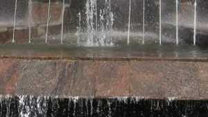 В Брянске в фонтане возле горбольницы нашли труп мужчины