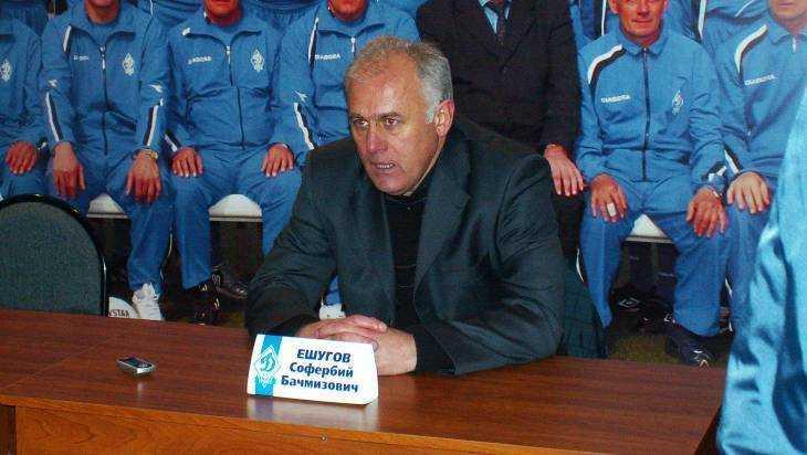 В брянском «Динамо» опровергли слухи об уходе главного тренера Ешугова