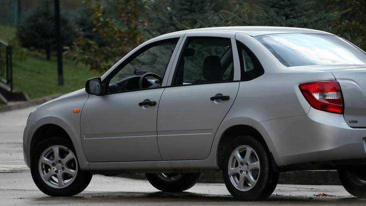 Покалеченным на производстве 19 брянцам выдали новые автомобили