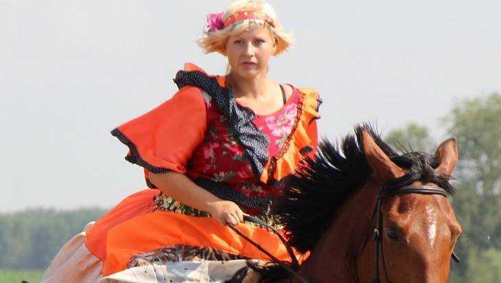 В Брянске две отважные женщины на скаку остановили грабителя