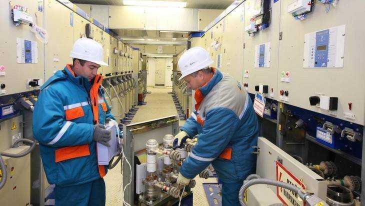 Брянские энергетики поздравили ветеранов с профессиональным праздником