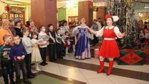 В Брянске фонд «Ванечка» подарил больным детям спектакль к Новому году