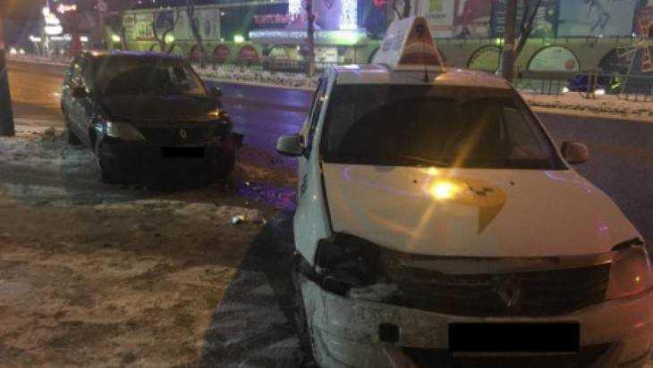 В Брянске водитель «Яндекс такси» спровоцировал ДТП