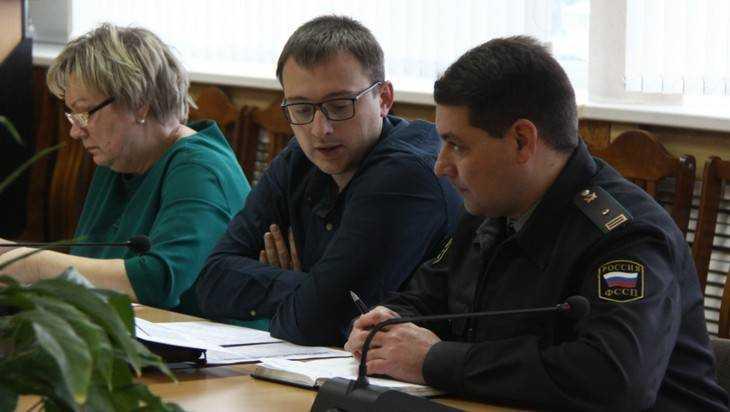 Власти Брянска обвинили бизнесменов в выплате серых зарплат