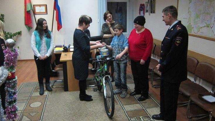 В Брянске попадавшемуся на кражах подростку подарили новый велосипед