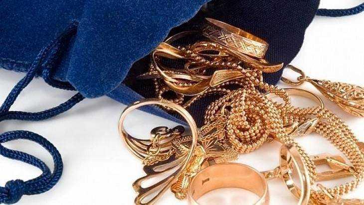 В Брянске 21-летний парень похитил золотые изделия у матери своей подруги