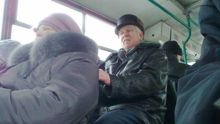 В брянском троллейбусе №2 упала и травмировалась 77-летняя пассажирка