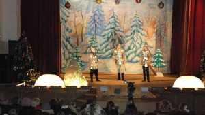 В Трубчевске дети посмотрели спектакль «Дед Мороз и три богатыря»
