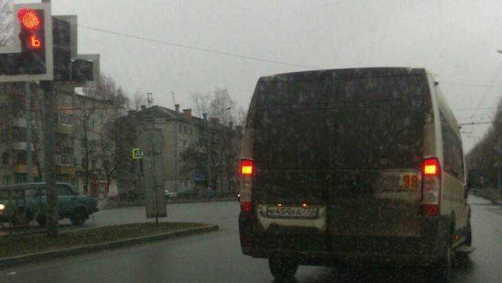 Брянская автолюбительница обвинила в нарушении ПДД водителя маршрутки