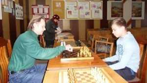 Тренер брянского шахматного клуба привил любовь к спорту сотням детей