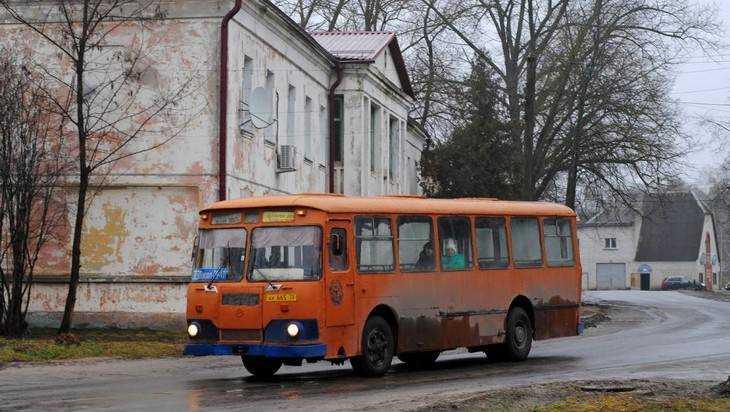 В Унече сфотографировали старейший брянский автобус ЛиАЗ-677