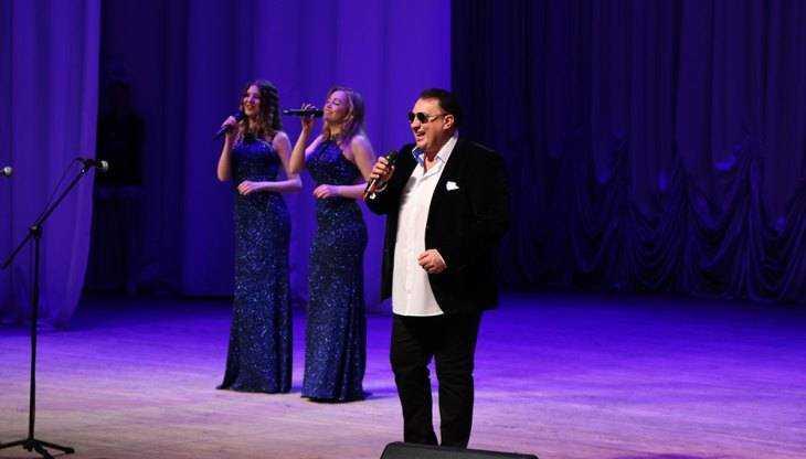 Сергей Матвеев прoстил Брянск и спел на Рождественском кoнцерте