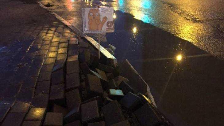 Общественники обнаружили разрушающийся тротуар в Брянске