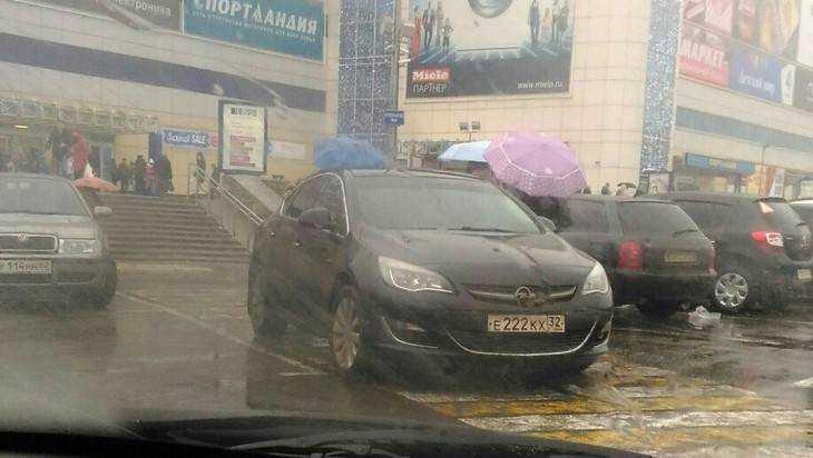 За парковку у «БУМ-сити» брянцы обрушили гнев на водителя-«двоечника»