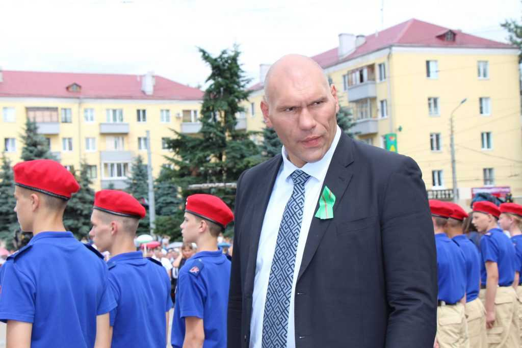Звезда брянского депутата Валуева столкнулась с плотской звездой Беллуччи