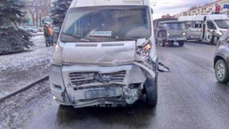 В Брянске 3 человека ранены в ДТП с маршрутками в Фокинском районе