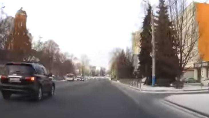 «Блатную» брянскую автомобилистку наказали за проезд на «красный»