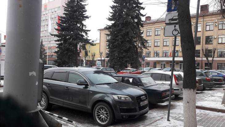 В Брянске на парковке сфотографировали состоятельного «инвалида»