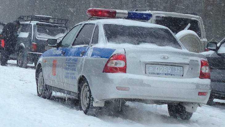 Под Карачевом водитель УАЗ врезался в барьер – 4 человека ранены
