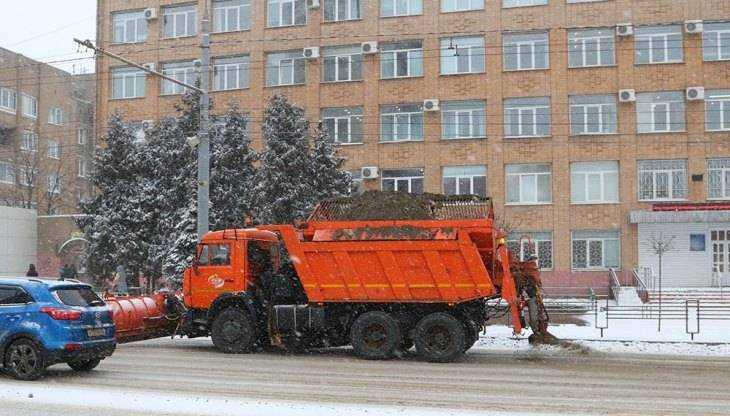 В Брянске на битву со снегом вышли 200 человек и более 70 машин