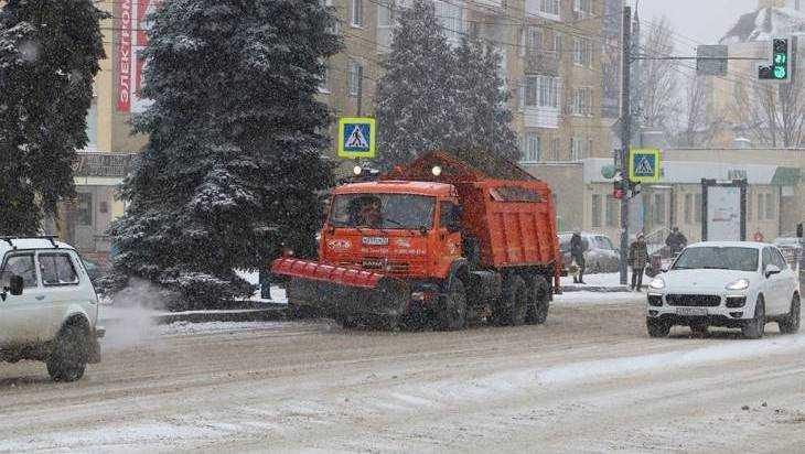 Брянск пережил первый день снегопада без больших пробок