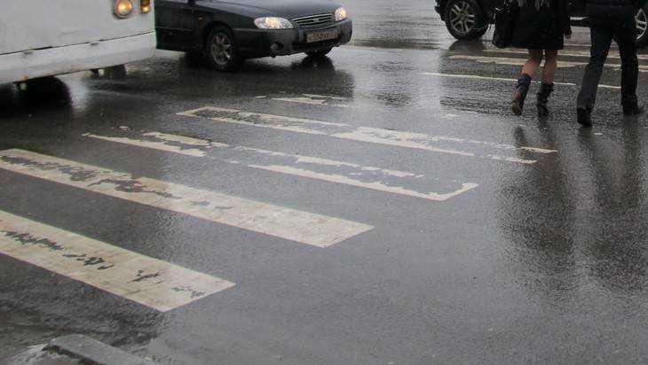 В Унече 49-летняя женщина нарушила правила и попала под BMW