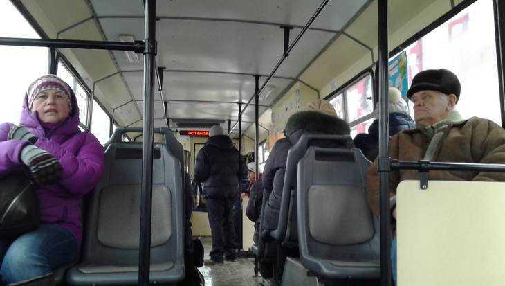 В Брянске пенсионерка получила сотрясение мозга в троллейбусе