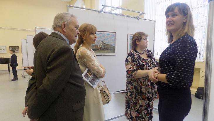 В Клинцах открылась выставка «Город глазами художника»