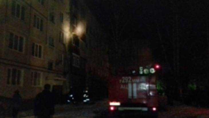 В Брянске из горевшего дома спасли старика и двоих детей