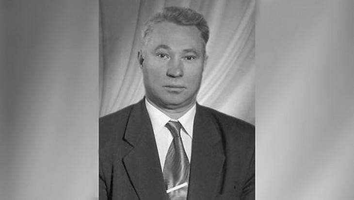 В Брянске скончался бывший начальник управления образования Иван Геращенков