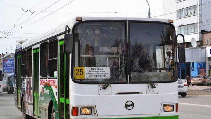 В Брянске 69-летняя пенсионерка получила перелом в автобусе № 25