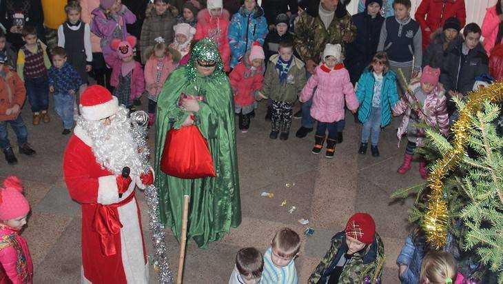Жителям Красной Горы показали новогодний волшебный колодец