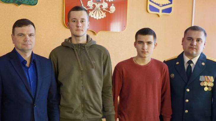 В Стародубе подростки спасли белоруса во время пожара в доме