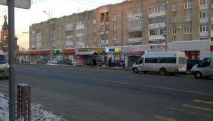 В Брянске 76-летняя женщина упала в автобусе №27 и поранила грудь