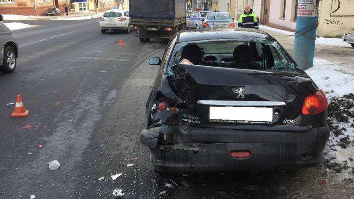 В Брянске в ДТП с тремя автомобилями пострадал пешеход