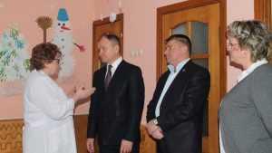 В Карачеве руководителям области отчитались о дорогах и зарплатах