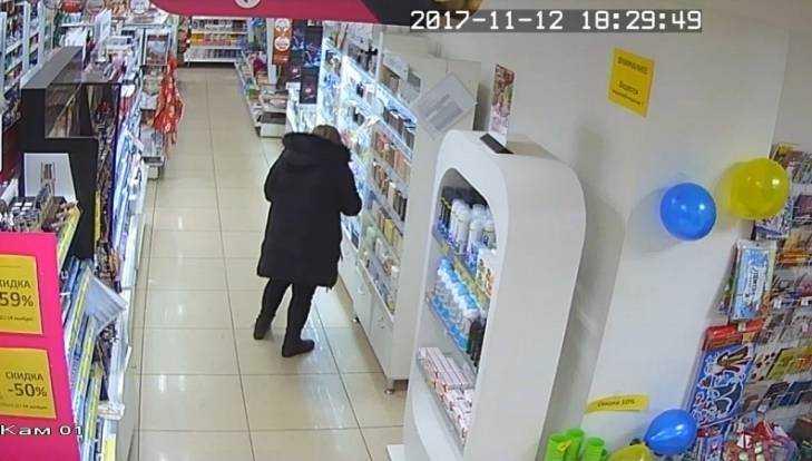 В Брянске в магазине задержали за кражу духов 25-летнюю девушку