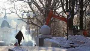 В Брянске едва не убило током строителя лестницы на бульваре Гагарина