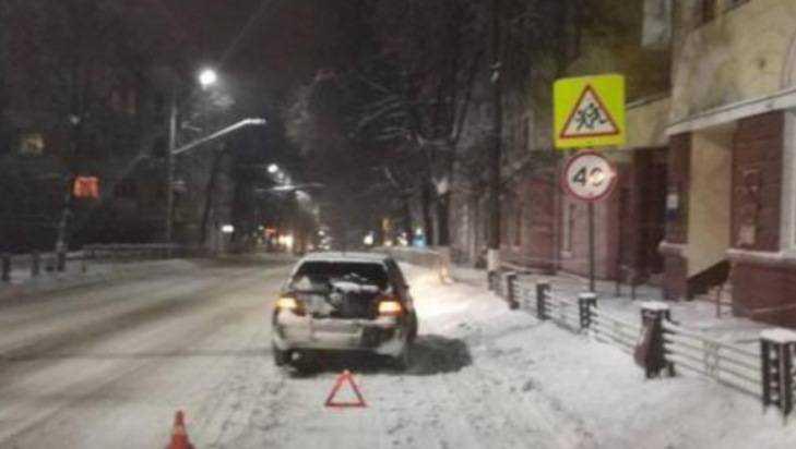 В центре Брянска Volkswagen на «зебре» сбил 20-летнего парня