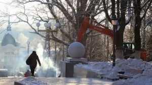 В Брянске на лестнице бульвара Гагарина отключили опасный кабель