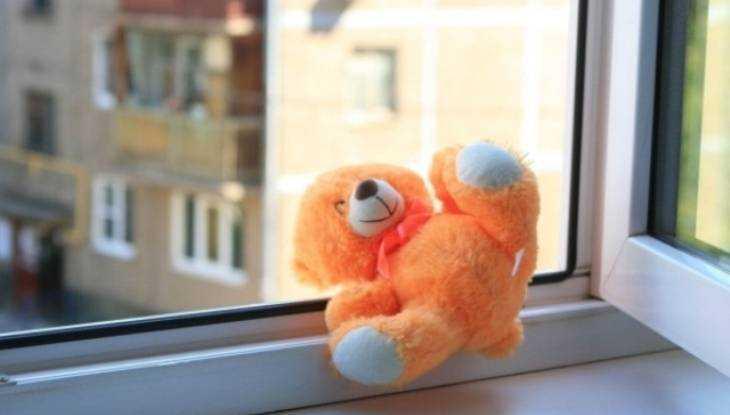 В Новозыбкове осудили мать выпавшего из окна 3-летнего малыша