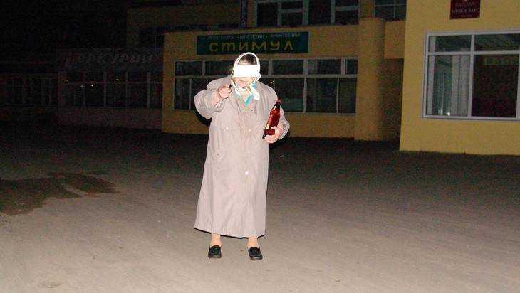 В брянском поселке Тросна пьяную 38-летнюю женщину сбил «ВАЗ»