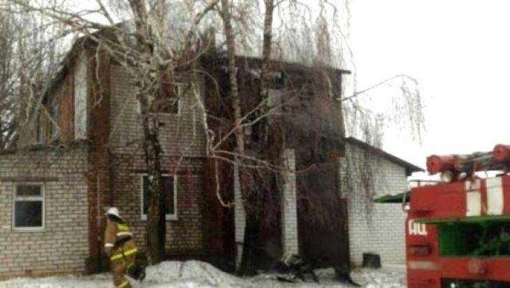 В Трубчевском районе сгорела крыша двухэтажного дома