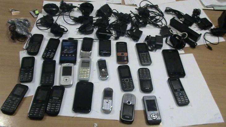 В брянскую колонию заключенным отправили «КамАЗ» с телефонами