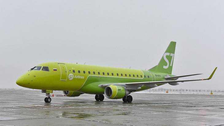 Вылетевший в Брянск из Петербурга самолет S7 вернулся из-за снегопада
