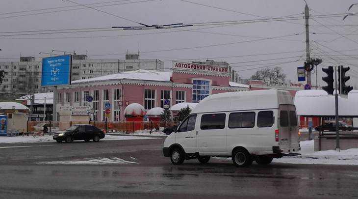 На скамейке возле Брянского автовокзала скончался пожилой мужчина