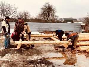 В парке Новозыбкова начали строить сказочный деревянный городок