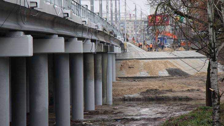 В Брянске реконструкцию Первомайского моста завершат до конца года