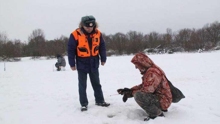Спасатели МЧС предупредили брянских рыбаков об опасности на льду
